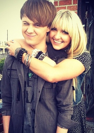 Oh and rydel and ellington is dating